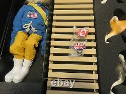 G I JOE Land Adventurer Fight For Survival Polar Bear Attack Convention Set 2006